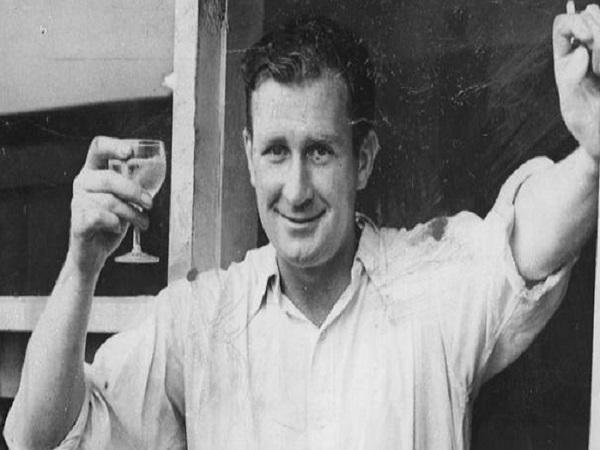 एक टेस्ट में जिम लेकर के 19 विकेट