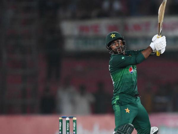लड़खड़ा गई पाकिस्तान की टीम
