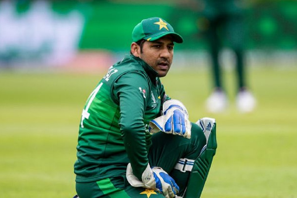 Fans lost their temper after Pakistans cleen sweep, kicked and punched to Sarfaraz Ahmad VIDEO viral