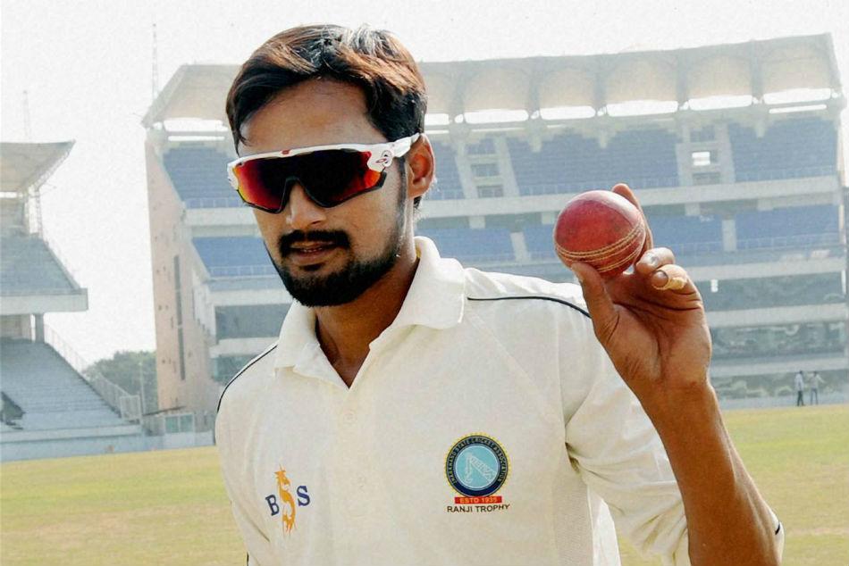 IND vs SA: कौन हैं शाहबाज नदीम, जिन्हें तीसरे टेस्ट में मिला कुलदीप की जगह मौका