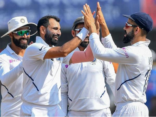 2nd Test: पिंक बॉल से भारतीय टीम को हो रही मुश्किल, कोहली-शमी ने फ्लड लाइट में की प्रैक्टिस