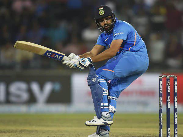 सुरेश रैना को पीछे छोड़ दूसरे नंबर पर पहुंचे हिटमैन