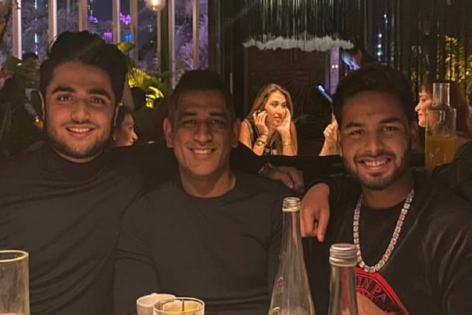Rishabh Pant, MS Dhoni and friends parting in Dubai, Watch