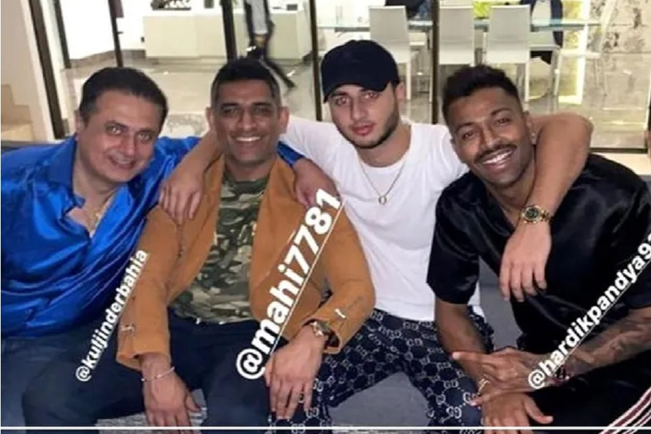 Hardik pandya is seen with MS Dhoni, aiming to joins team india in NewZealand tour