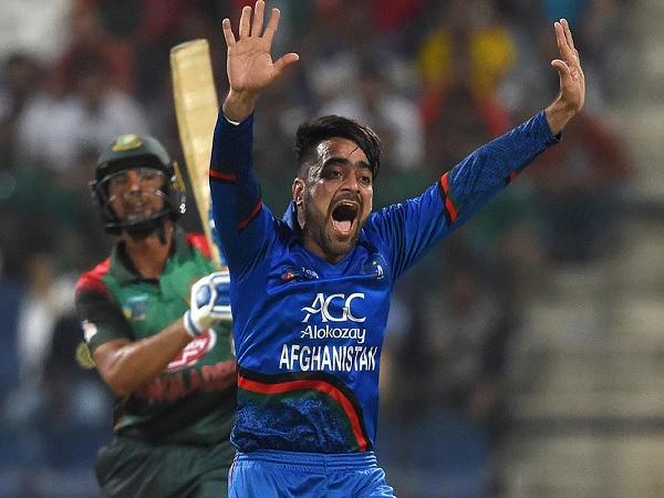 8 पर राशिद खान