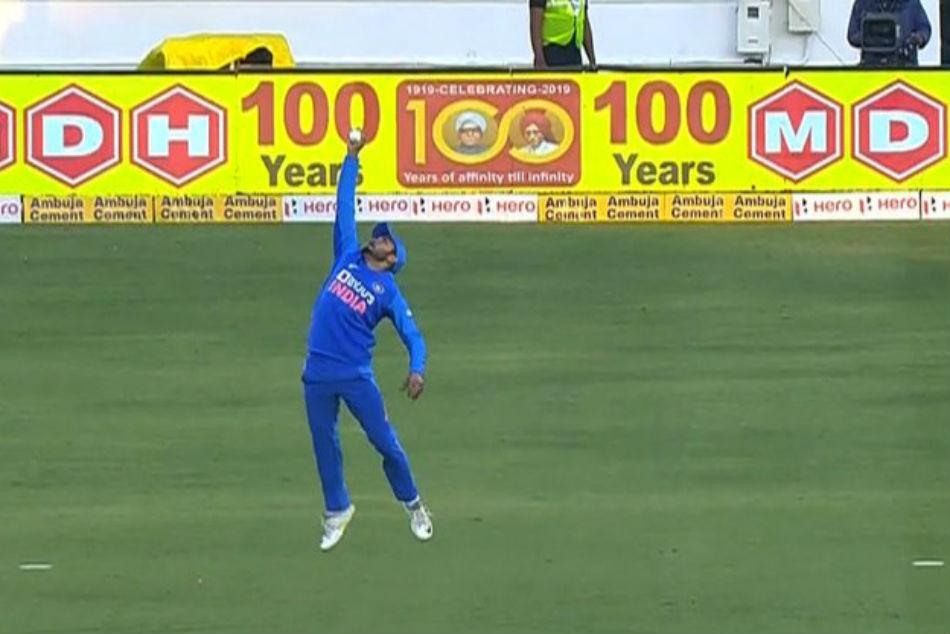 IND vs AUS: Manish Pandey took a stunning catch of David Warner, Watch Video