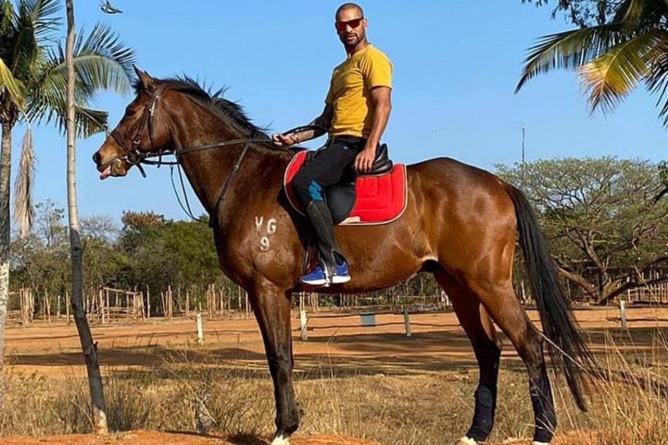 घोड़े पर बैठकर शिखर धवन को याद आया 'गब्बर', पूछा- कितने बाॅलर थे
