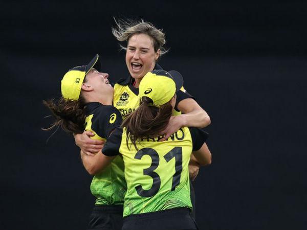 ऑस्ट्रेलियाई गेंदबाजों ने भारतीय मध्यक्रम की तोड़ी कमर