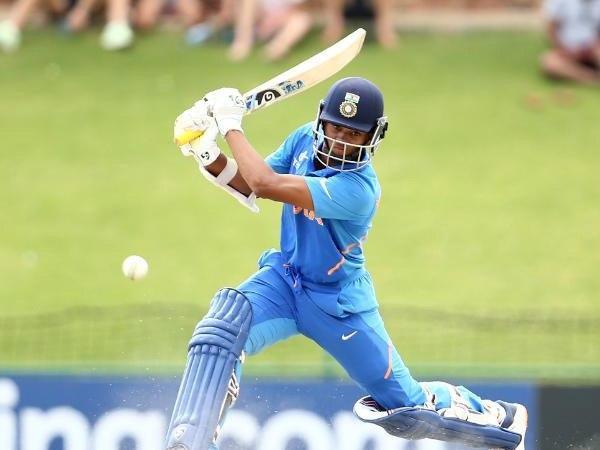भारतीय बल्लेबाज अकड़ में रहते हैं और गेंदबाजों को पीटना जानते हैं