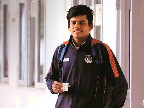 दोस्तों से उधार लेकर बेटे को सिखाया क्रिकेट