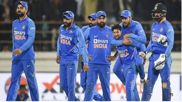 3. ODI में सबसे ज्यादा 350 प्लस पिटवाना