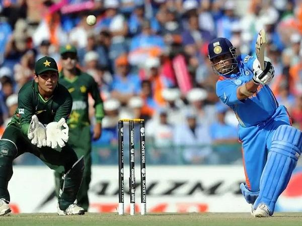 भारतीय गेंदबाजों ने किया पाकिस्तान को पस्त