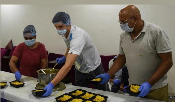 अहमदाबाद में रहकर कर रहे हैं निस्वार्थ सेवा-