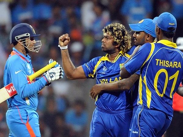दुखों से निकलता है श्रीलंका