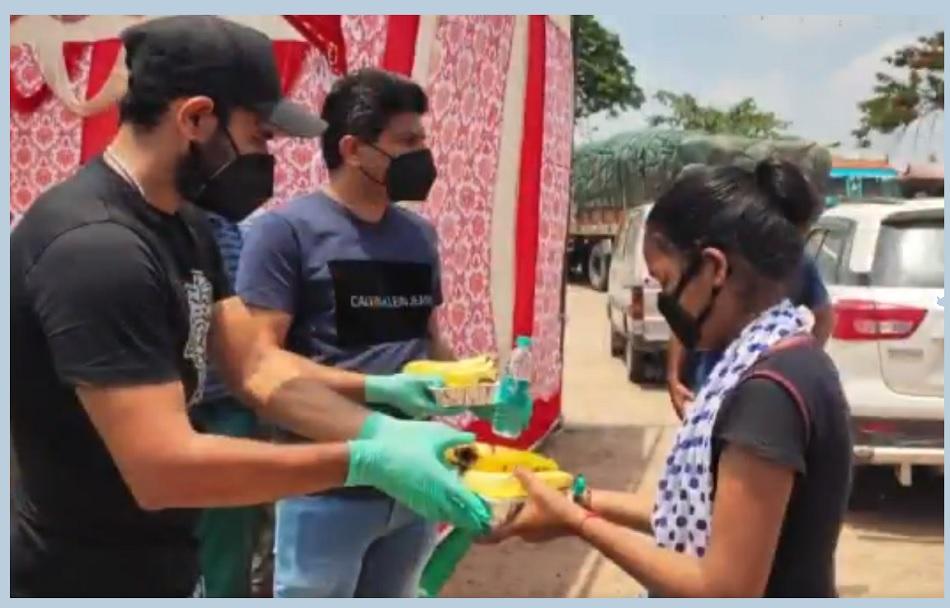 प्रवासी मजदूरों को खाना खिलाने के लिए शमी ने अपने घर के पास लगाए फूड स्टाल- VIDEO