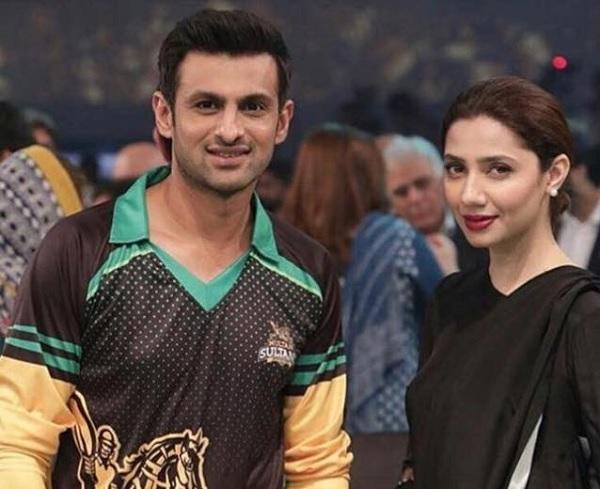 शोएब मलिक ने किया माहिरा खान को फ्लर्ट-