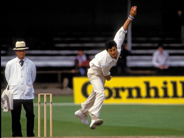 आपस में मिलाकर 1090 टेस्ट विकेट लिए-