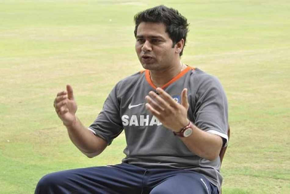 Aakash Chopra said Rohit Shara will be a automatic option for replacing captaincy from Virat