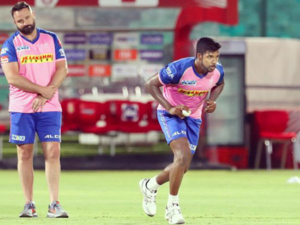 आईपीएल में राजस्थान रॉयल्स के लिये खेलते हैं वरुण एरॉन