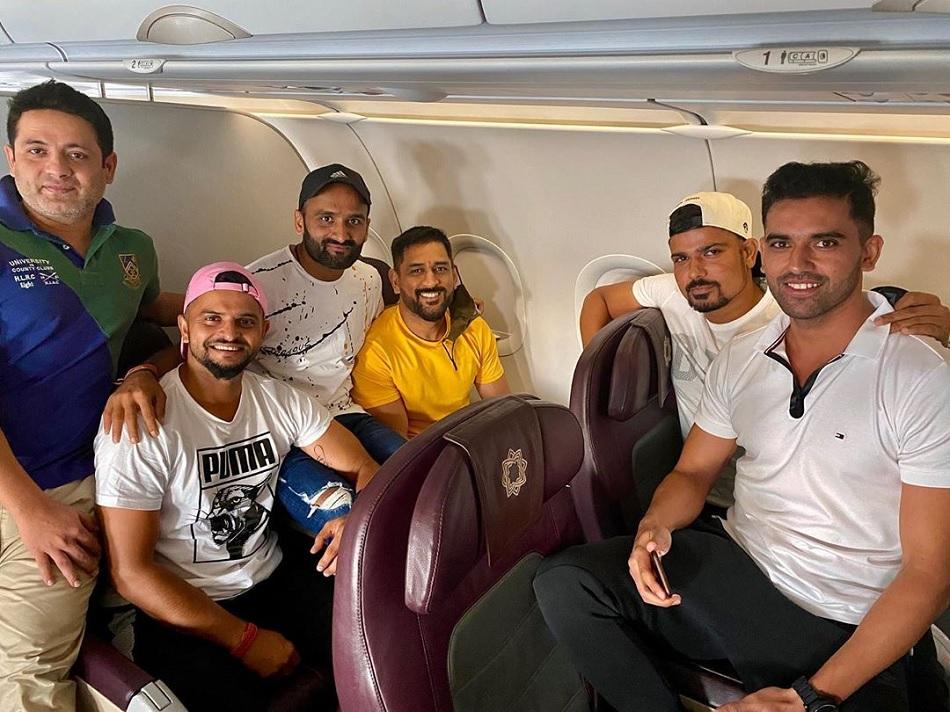 रैना ने चेन्नई ले जाने के लिए फ्लाईट को कहा शुक्रिया, धोनी के साथ विमान में शेयर की तस्वीर