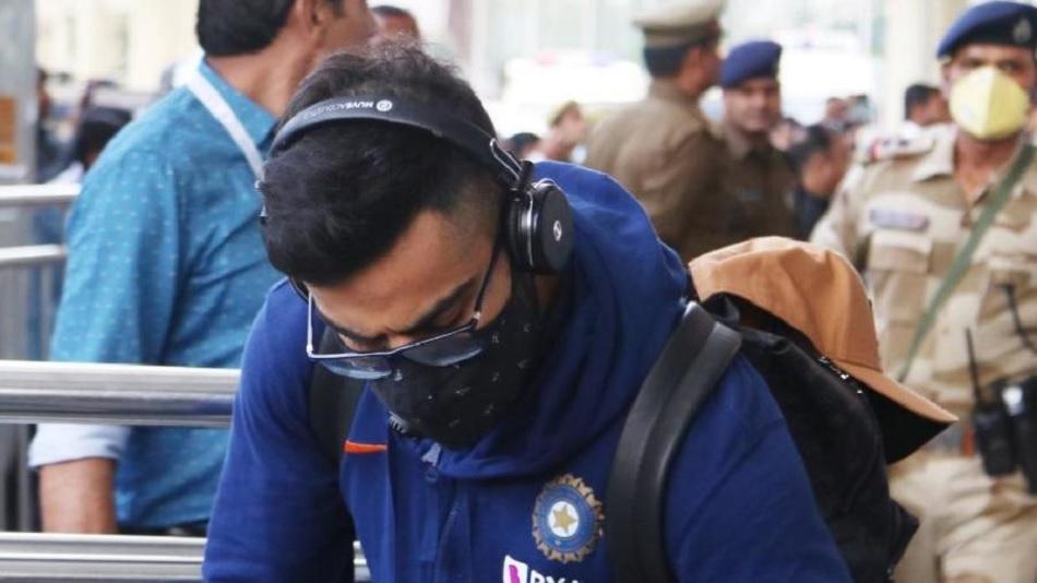 IPL 2020: टूर्नामेंट के बीच में किसी खिलाड़ी को हुआ कोरोना, तो आगे क्या होगा? जानें पूरी जानकारी