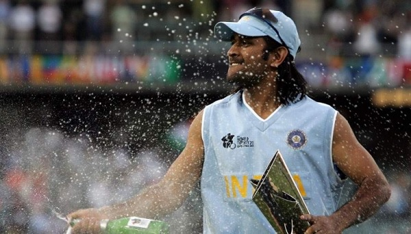 फिर उसी साल धोनी ने जीती पहली आईसीसी ट्रॉफी-