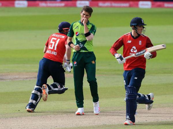 शादाब खान ने झटके 3 विकेट