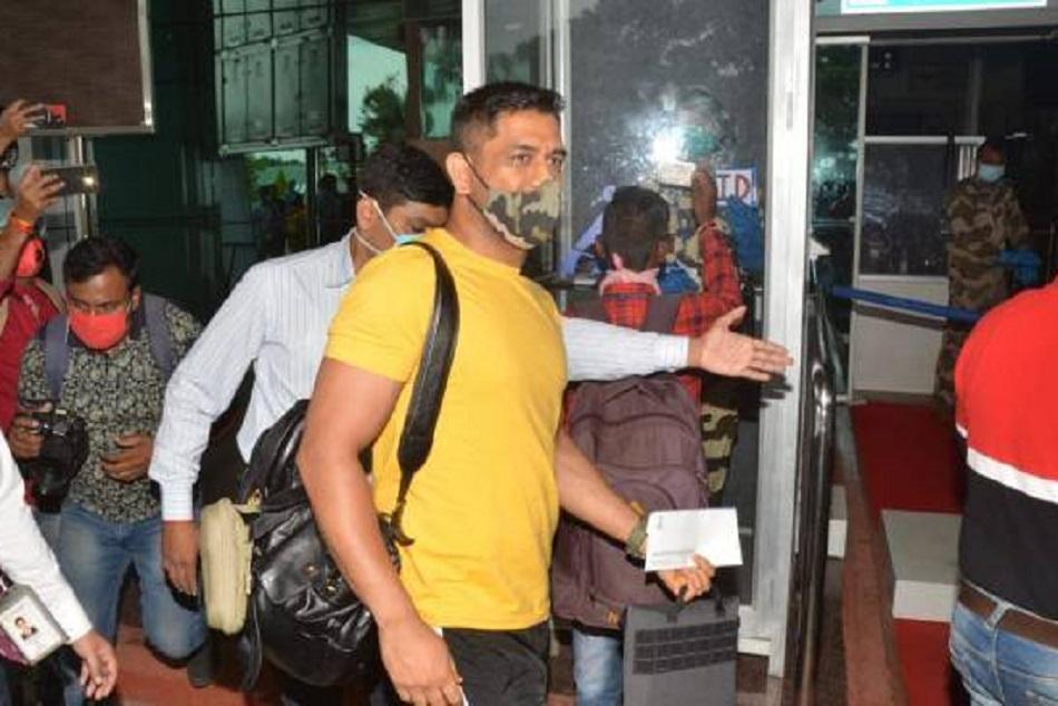 IPL 2020 : चार्टर्ड प्लेन से चेन्नई के लिए रवाना हुए धोनी, तस्वीरें आईं सामने
