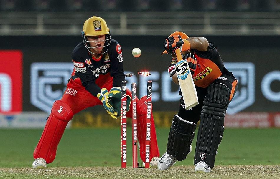RCB vs SRH: वॉर्नर ने जीता टॉस पहले बल्लेबाजी करेगी आरसीबी, जानें कैसी है प्लेइंग 11
