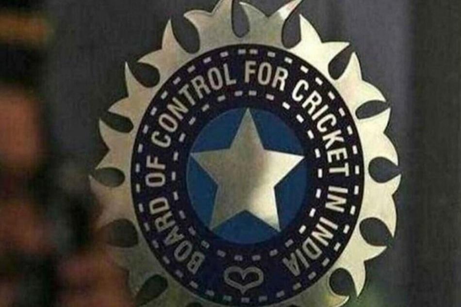 IPL 2020 में कोरोना मामलों की संख्या हुई 14, BCCI मेडिकल टीम का सदस्य भी चपेट में