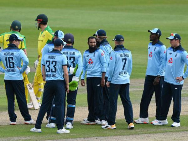इंग्लैंड को जीत के लिये 295 रनों की दरकार