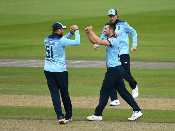 आर्चर-वुड ने किया कमाल, बल्लेबाजों ने टेके घुटने