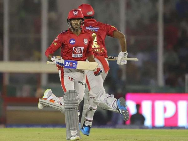 2. अनुभवी बल्लेबाज मध्य क्रम में हैं