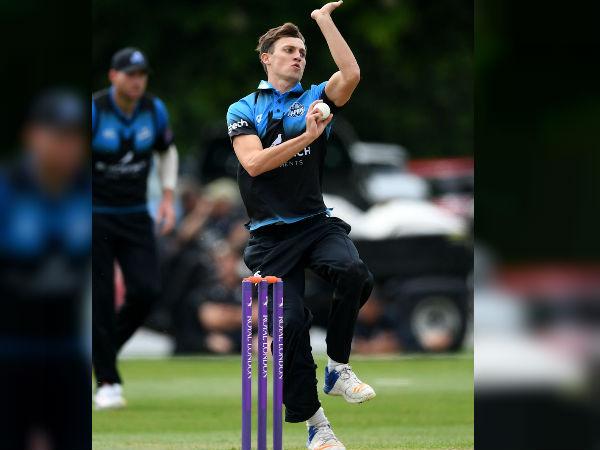 एड बर्नाड ने फेंकी पहली गेंद दिये 15 रन
