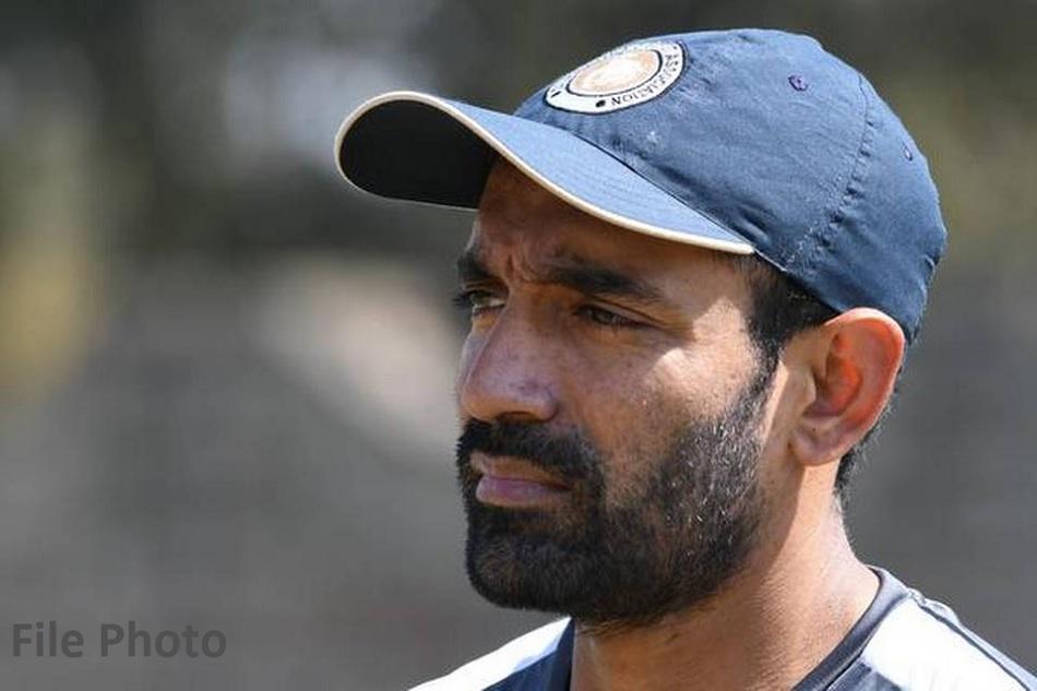 IPL 2020 RR vs KKR: Robin Uthappa is applying saliva on ball, Video Viral