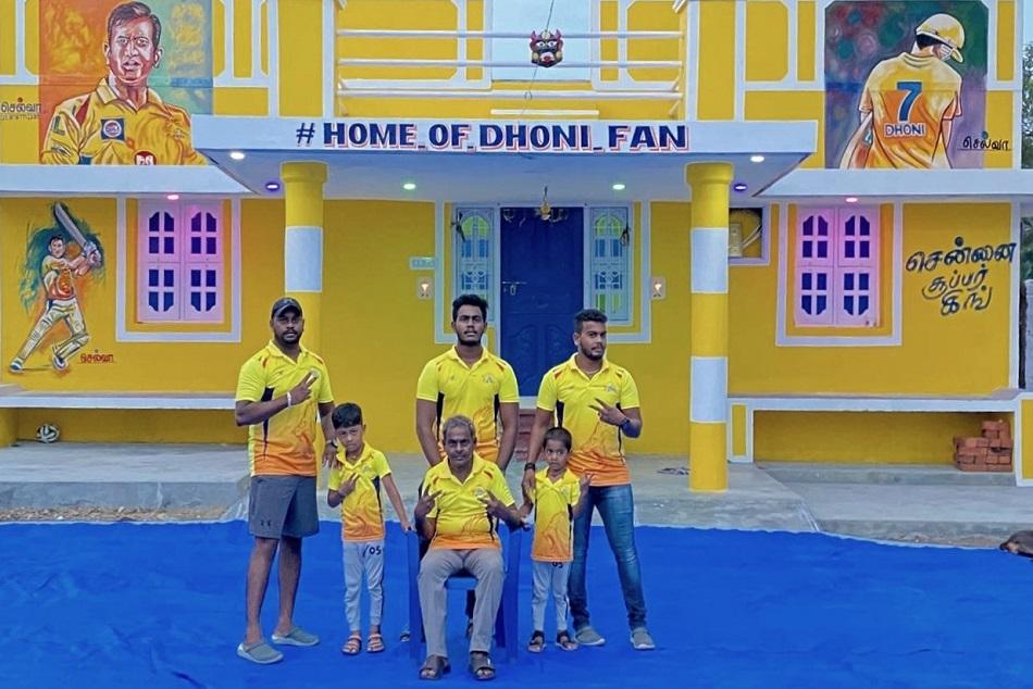 IPL 2020 : फैन ने CSK के रंग में रंगा अपना घर, घर का नाम रखा 'Home Of Dhoni Fan'