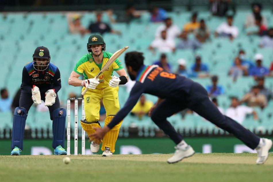 AUS vs IND: सिडनी में जारी रहा भारतीय गेंदबाजों का फ्लॉप शो, ऑस्ट्रेलिया ने जीती वनडे सीरीज