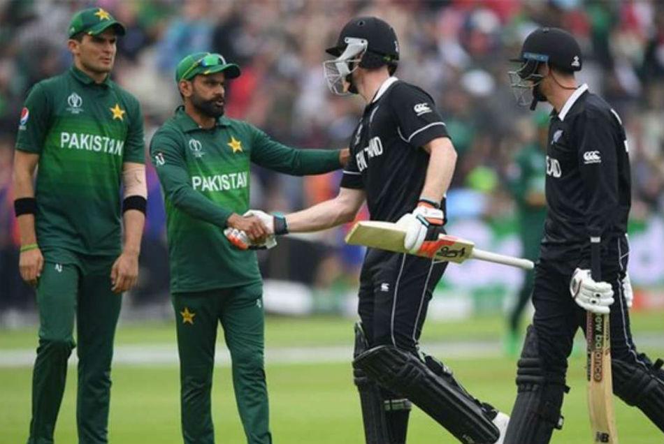 NZ vs PAK: पाकिस्तानी खिलाड़ियों को छूट देना न्यूजीलैंड को पड़ा भारी, 7वें खिलाड़ी को हुआ कोरोना