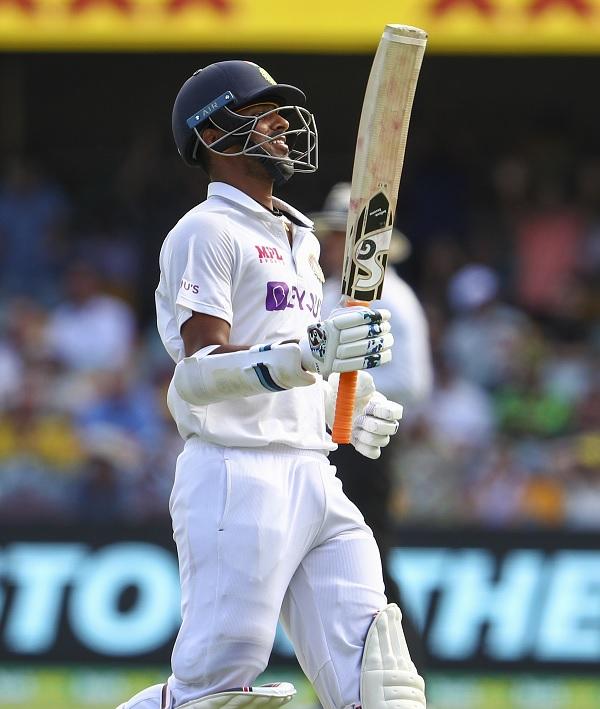 टेस्ट इतिहास के केवल 10वें खिलाड़ी बने-