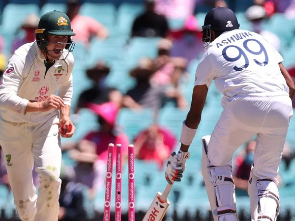 3) तीन बल्लेबाज रन आउट हुए