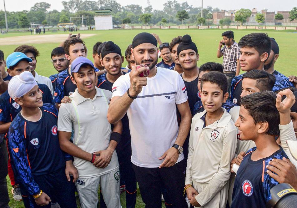 IPL 2021: Dinesh Karthik says Harbhajan Singh looks totally different man since last week