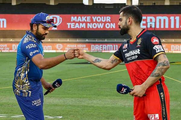 मुंबई इंडियंस के खिलाफ कर रही है आरसीबी शुरुआत-