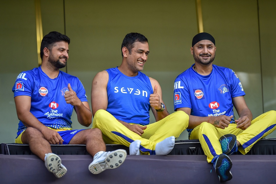 IPL 2021: Suresh Raina touches feet of Harbhajan Singh, later is totally surprised- Watch