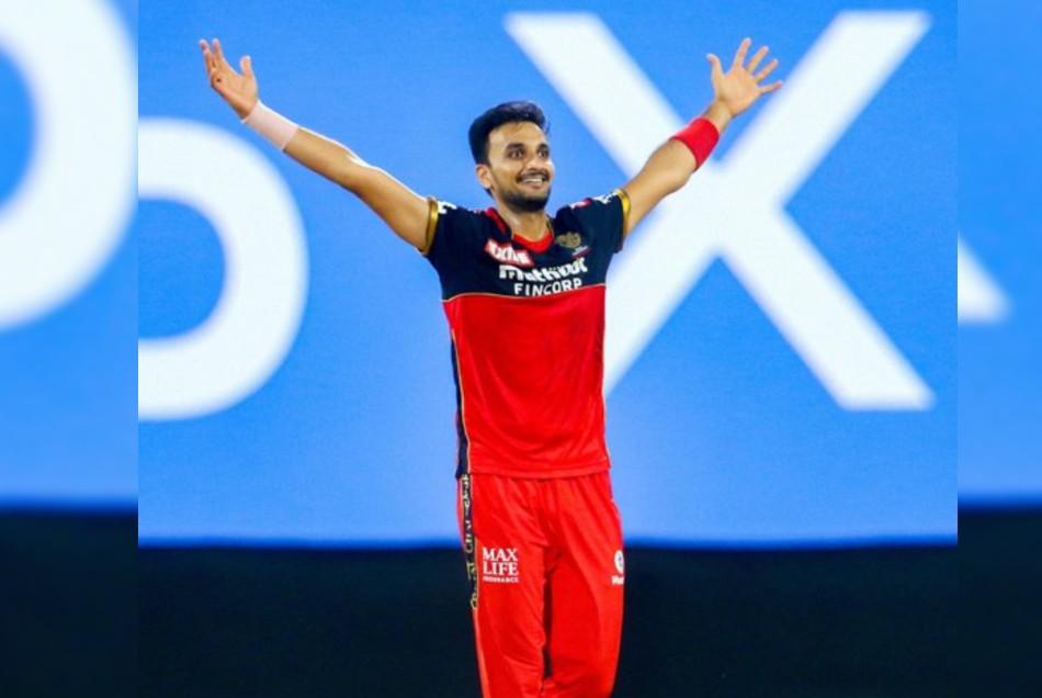 आरसीबी के लिये हैट्रिक चटकाने वाले तीसरे गेंदबाज बने हर्षल पटेल