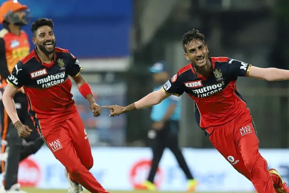 SRH vs RCB: शाहबाज अहमद के इस ओवर में पलटा मैच, 29 रन के अंदर गिरे 7 विकेट