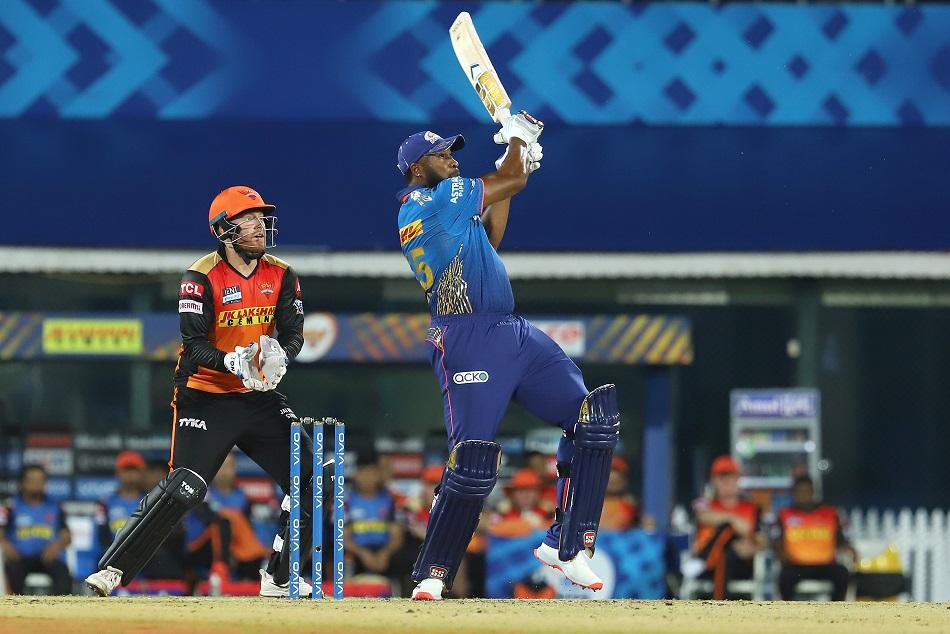 IPL 2021 : किरोन पोलार्ड ने जड़ा सीजन का सबसे लंबा छक्का, मैक्सवेल को पछाड़ा