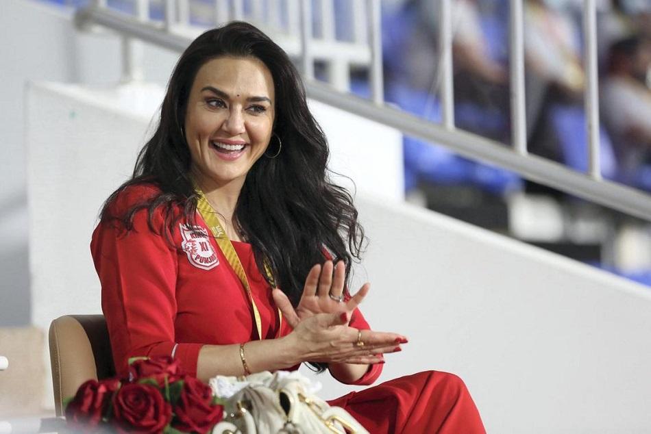 IPL 2021 : मैक्सवेल ने फिर खेली विस्फोटक पारी, सोशल मीडिया पर प्रीति जिंटा हुईं ट्रोल