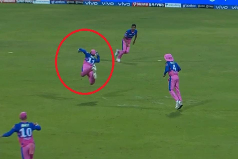 संजू सैमसन ने हवा में उछलते हुए लपका शानदार कैच, देखें वीडियो