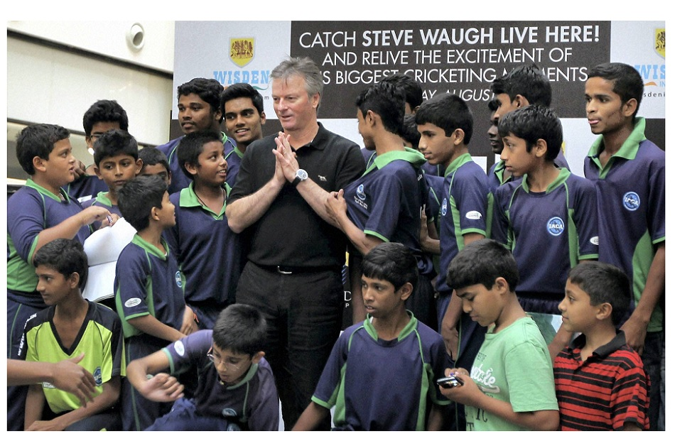 रेगिस्तान की रेत में क्रिकेट खेलते भारत के बच्चों का फोटो स्टीव वॉ को दिला गया ये अवॉर्ड