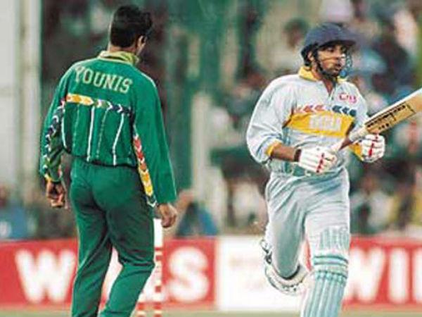 1998 में दो टीमें गई थी खेलने